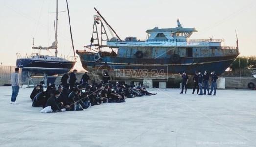 Migranti approdati oggi nella Locride. Nella fotogallery altre immagini degli sbarchi di oggi (foto Valeria Ferraro)