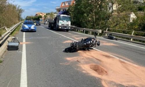 L'impattoIncidente sulla Ss18, a San Lucido scontro frontale tra moto e auto: centauro trasferito in elisoccorso