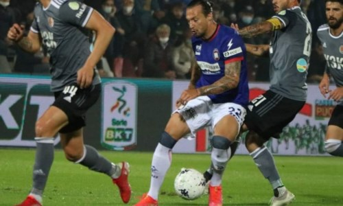 Calcio CalabriaSerie B, crollo del Crotone: al Moccagatta passa l'Alessandria 1-0