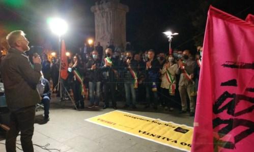 Vibo, dopo la sparatoria Libera scende in piazza per rompere il muro dell'omertà - LIVE