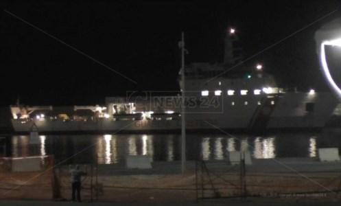 Sbarcati a Crotone i migranti attesi: arrivata la prima nave con parte dei 329 profughi