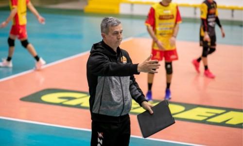 Coach Nico Agricola