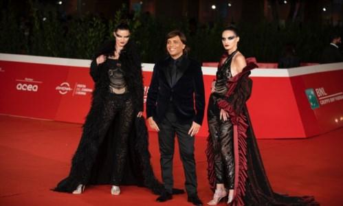 Festival del Cinema di Roma, le valchirie dello stilista calabrese Grande sfilano sul red carpet