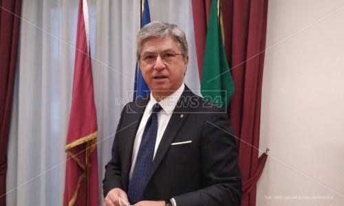 La cerimoniaCrotone, s'insedia il nuovo questore Marco Giambra: «Cittadini siano parte attiva del progetto di sicurezza»