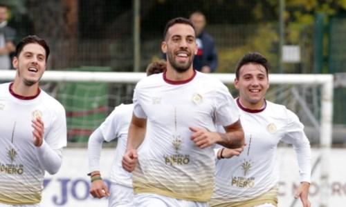 L'esultanza di Trombino dopo un gol (foto Facebook Morrone)