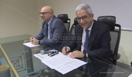 La firma del sindaco di Rende sull'accordo istitutivo del Distretto del Cibo