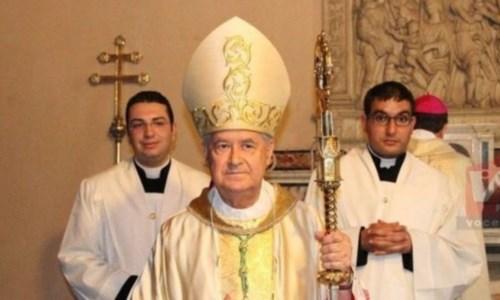 In primo piano monsignor Giovanni Marra