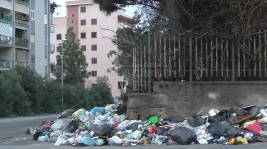 L'emergenzaCaos rifiuti, a Reggio raccolta da prorogare e Ato senza discariche finali