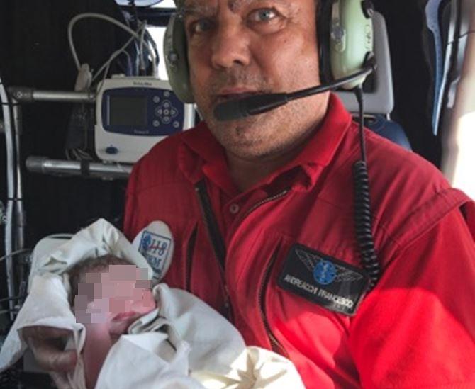 Il dott. Andreacchi e la neonata nata in casa