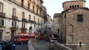 Cosenza, incendio nel centro storico