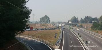 Furgone contromano in autostrada, l'intervento della polizia evita una strage