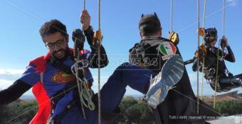 Lamezia, Superman e l'Uomo Ragno portano 'in volo' il sorriso in Pediatria (FOTO-VIDEO)