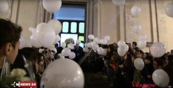 Tutta Vibo per l'ultimo saluto a Gabriella: in migliaia al funerale della bimba (VIDEO)