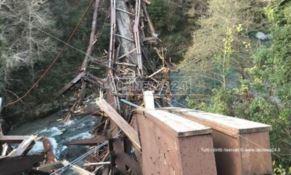 Crolla il ponte sul fiume Lao tra Papasidero e Laino Castello