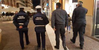 Cosenza, vigili e guardia di finanza in campo contro i venditori abusivi