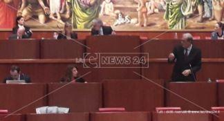 Il Consiglio approva il bilancio, bagarre sulla sanità