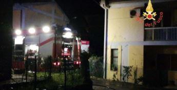 Caraffa, scoppia un incendio in un'abitazione: nessun ferito (Foto)