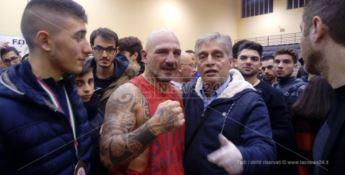 Dall'Isola dei famosi al ring: l'ex campione del mondo Fragomeni vince ancora a 48 anni (VIDEO)
