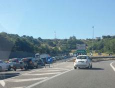 Code e disagi sull'autostrada del Mediterraneo. Automobilisti esasperati