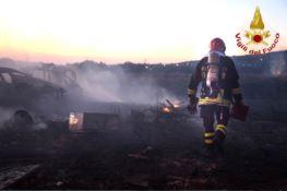 Incendi nel quartiere di Arghillà di Reggio, intervengono i Vigili del fuoco