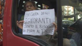 Ecco l'anziana insegnante diventata il simbolo del Gay Pride di Cosenza (VIDEO)