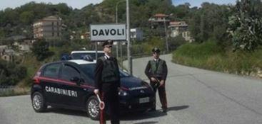 Arrestati due uomini accusati di aver compiuto un furto in un appartamento di Davoli