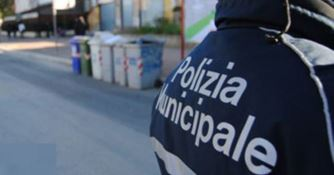 Un agente di polizia municipale