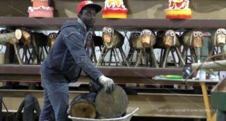 """Lamezia, la """"fabbrica di Babbo Natale"""" in cui lavorano immigrati (FOTO)"""