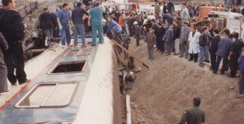Crotone, a 28 anni dal disastro ferroviario ancora rabbia e commozione (VIDEO)