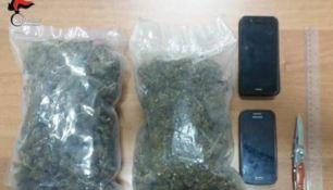 Marijuana nei giacconi, in manette coppia di minorenni nel Reggino