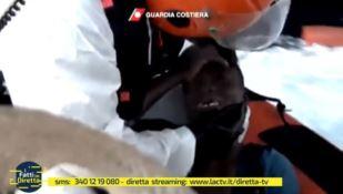 Migranti, l'orgoglio di essere italiani nelle immagini della Guardia costiera (VIDEO)