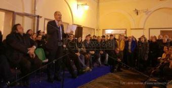 Bagno di folla per Mascaro dopo lo scioglimento del Comune di Lamezia (VIDEO)