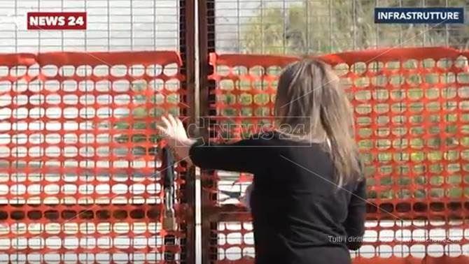 L'ingresso della Tangenziale est di Vibo chiuso con un cancello