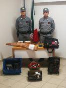 Armi e cartucce senza licenza e richiami illeciti: quattro cacciatori denunciati