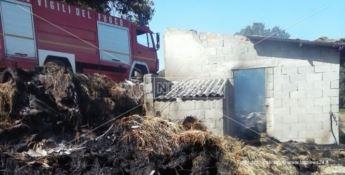 Per eliminare nido di vespe appicca un incendio: distrutto un fienile (FOTO)