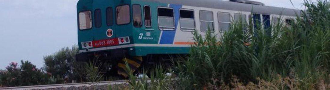 Il treno che ha falciato la famiglia a Brancaleone (Foto Ansa)