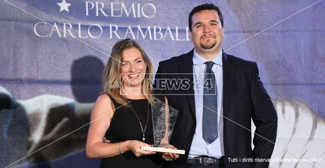 Il direttore Cristina Jannuzzi ritira il premio