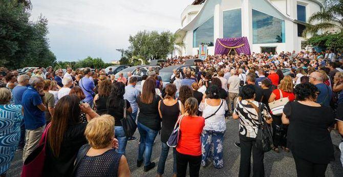I funerali di Carmen e Antonio