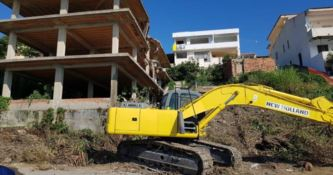 Abbattuto ecomostro nel Crotonese dopo 23 anni dall'ordine di demolizione