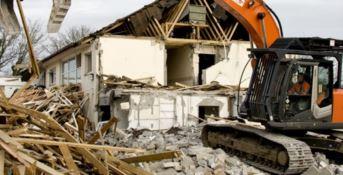 Legambiente: «Abbattuti solo il 6% degli edifici abusivi in Calabria»