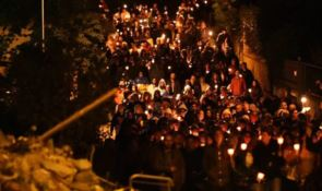 Terremoto centro Italia: fiaccolate e rintocchi, Amatrice e Arquata ricordano le vittime