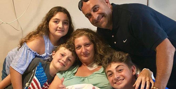 Marissa con la famiglia. A destra il figlio eroe Luca