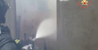 Incendio distrugge magazzino a Borgia