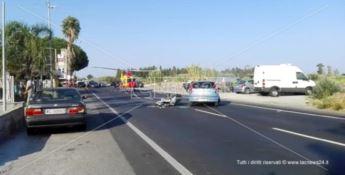 Incidente sulla 106, scontro tra auto e scooter: interviene l'elisoccorso