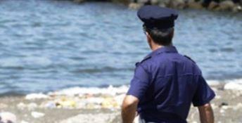 Crotone, tenta di lanciarsi dalla scogliera: salvata dagli agenti della Polizia