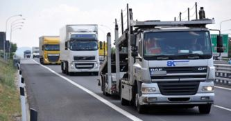 Alterava i dati del tir per continuare a viaggiare, sanzionato camionista