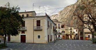 La piazza di Civita