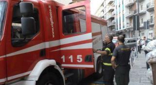 I pompieri durante i lavori di rimozione dell'acqua dagli scantinati del Museo