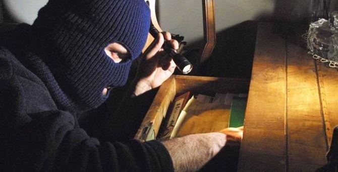 Un ladro in azione - Repertorio