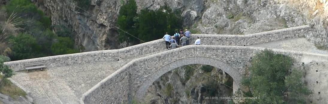 Facciolla e i consulenti a Civita per i soralluoghi